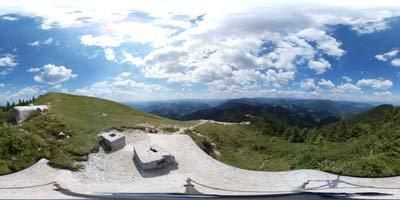 Blegoš je eden izmed vrhov s katerega se odpre panorama na vse strani neba, še posebej lepo se vidi Črna prst na Spodnjih Bohinjskih gora in Soriška planina z Dravhom, Možicem in Slatnikom.