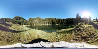 Planina pri Jezeru je primerna za nedeljski izlet v osrčje Julijskih Alp.