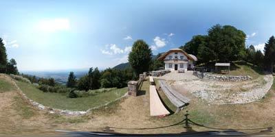 Jeterbenk se nahaja nad sveto Marjeto nad Žlebami in ima izhodišče pri Slavkovem domu, oziroma gostilni Belšak. Je eden izmed priljubljenih vrhov v Polhograjskem hribovju.