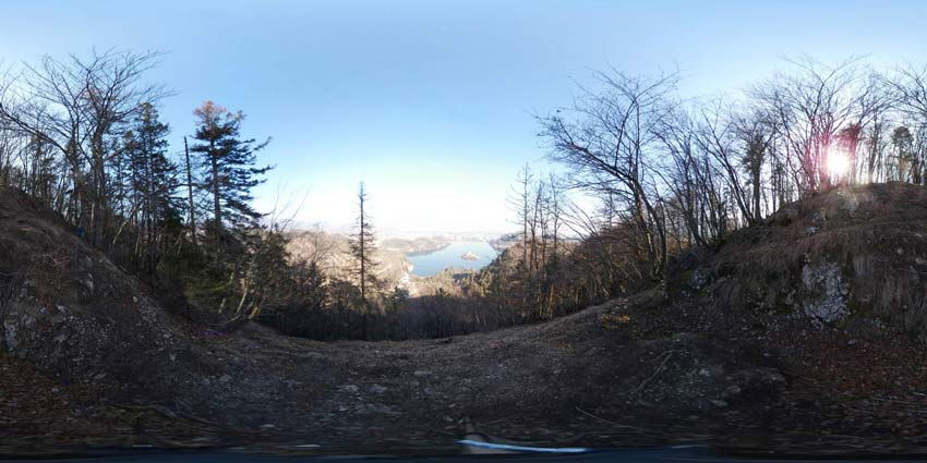 Mala Osojnica (Bled) nudi izvrsten razgled na blejski grad, znana pa je po strmih stopnicah nad jezerom.