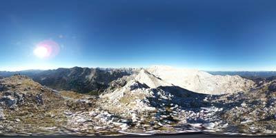 Velika Zelnarica se nahaja severno od Velike Tičarice, zahodno je Veliko Špičje, daleč pa ni niti Triglav. Je eden izmed vrhov v Julijskih Alpah, ki se nahaja nad Dolino Triglavskih jezer.