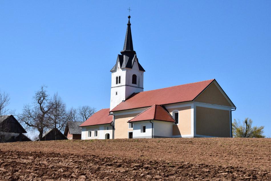 Cerkev svete Uršule na Golobinjeku.
