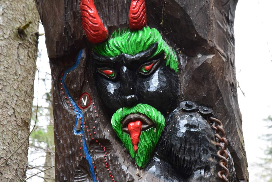 Podoba hudiča na v vhodu v sotesko Pekel.
