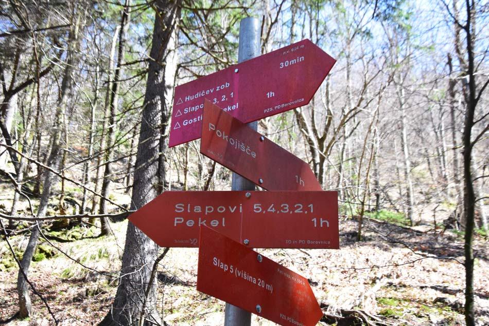 Planinski smerokazi nam vodijo do več znamenitosti v soteski Pekel in na Menišiji.