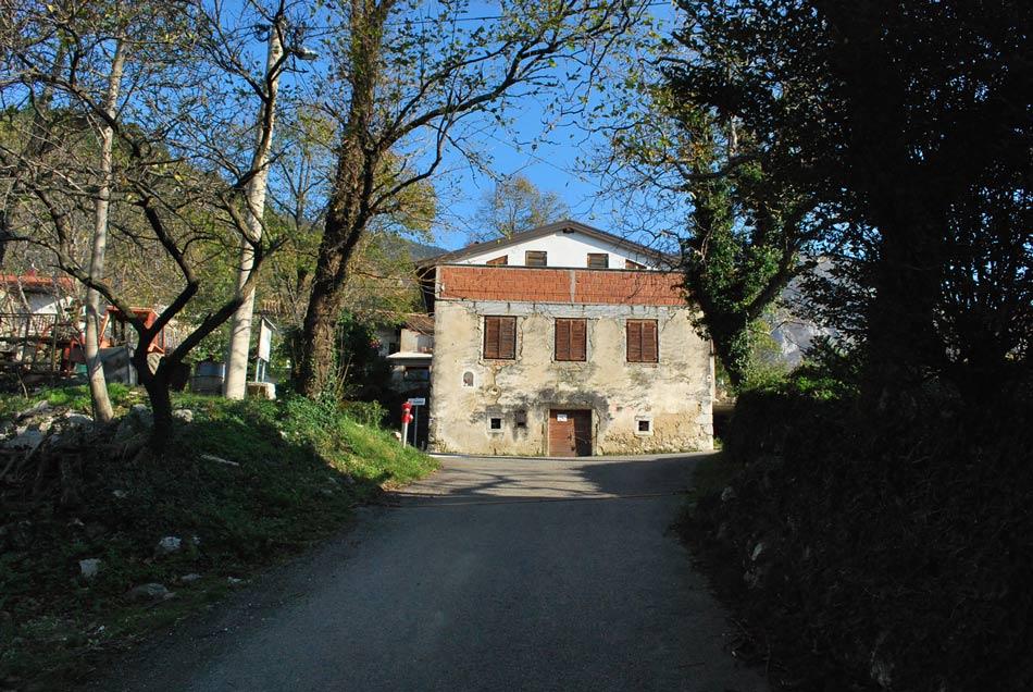 Primorska hiša nad Vitovljami.