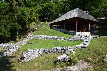 Ajdna je arheološko najdišče iz pozne Antike. Nahaja se na visokem gorskem čoku obdana s prepadnimi stenami.