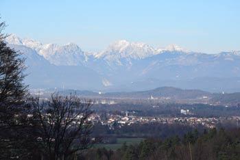 Babna gora je priljubljen pohodniški cilj številnih lokalnih planincev.