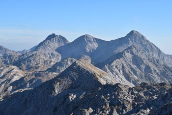 Bogatin je izvrsten razglednik visoko nad Komno in med Mahavščkom in masivom Lanževice. Z njega se zlasti lepo vidijo bližnji vrhovi Spodnjih Bohinjskih gora kot so Tolminski Kuk, Podrta gora in Vrh nad Škrbino.