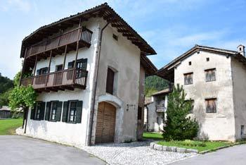 Breginj je po potresu od beneško slovenske arhitekture ohranil le Ščirnovo ograd.