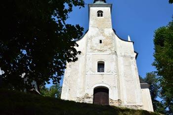 Na Brinjevo goro vodi razgledna pot s katere se odpre pogled na Stolpnik na Konjiški gori  in Lindek ter tudi Stenico nad Vitanjem. Izlet poteka ob vznožju Pohorja nad Zrečami.