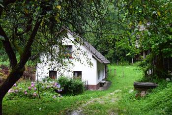 IDebevčev mlin, oziroma tudi Samotni mlin se nahaja na koncu doline poleg izvira potoka Oševek.