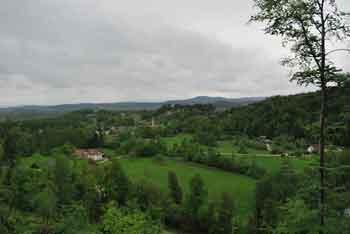 Krožna učna pot nas vodi iz doline Drage preko vasi Dobravica.