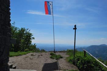 Donačka gora je nad izvirom reke Sotle in med Halozami in Bočem.