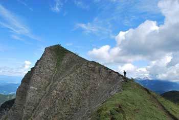 Dovška baba se nahaja med Kepo in Hruškim vrhom v zahodnih Karavankah.