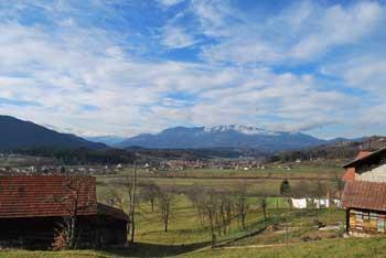 Gora Oljka je romarska cerkev med Ložniškimi hribi. Nanjo vodi krožna pot v naravi.