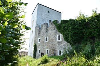 Na Konjiški grad se povzpnemo iz Slovenjskih Konjic, ki so izhodišče tudi za visoki Stolpnik ali Žičko kartuzijo.