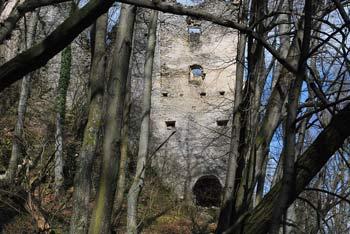 Grad Kunšperk se nahaja na pobočjih Orlice blizu Svetih Gor nad Bistrico pri Sotli.
