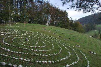 Do parka Javorje v Zasavskem hribovju nedaleč od grada Bogenšperk vodi kratka pot primerna tudi za družine z otroki.