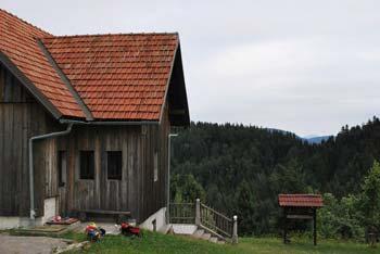 Kamni gric se nahaja zahodno od Travne gore.