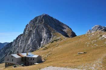 Kamniško sedlo se nahaja med Brano in Planjavo in je eno lepših pri nas.