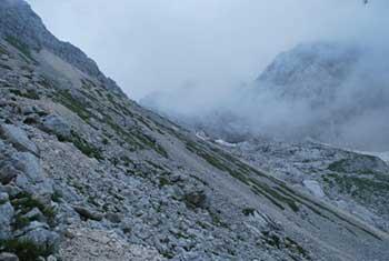 Na Kanjavec se povzpnemo krožno preko Doliča navzgor in nazaj preko Prehodavcev.
