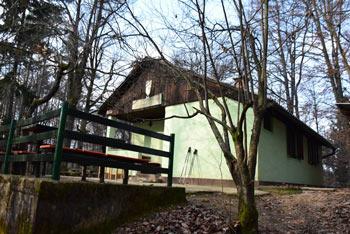 Klobuk je grič na zahodnem ljubljanskem obrobju na katerega gremo z Bokalc.