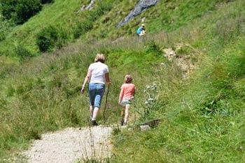 Družinski izlet na Kočo na Golici zlahka podaljšamo do same Golice ali celo do Kleka, edino otroci morajo biti dovolj stari.