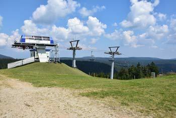Koča na Jurgovem se nahaja na istoimenski smučarski progi na Rogli. Pri njej se odpre izvrsten razgled na vzhodna pobočja Pohorja.