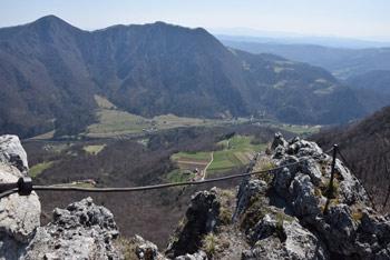 Iz Kopitnika se odpre izvrsten razgled na spodnjo Savinjsko dolino.