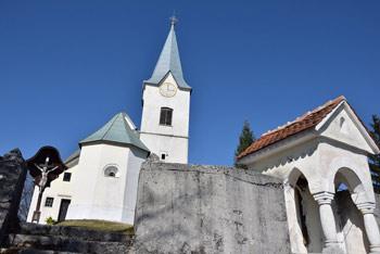 K Kopitniku se odpravimo od Doma v Gorah tik pod cerkvico svetega Jurija.