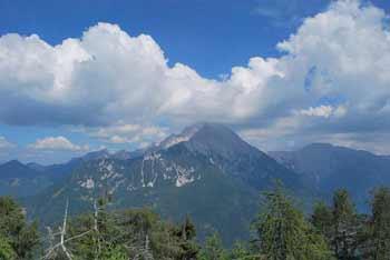 Kozji vrh je redko obiskan osamelec v Kamniško-Savinjskih Alpah.
