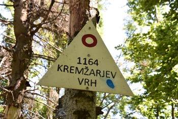 Družinski izlet na Kremžarjev vrh lahko opravimo z otroki starimi 3 do 4 leta.