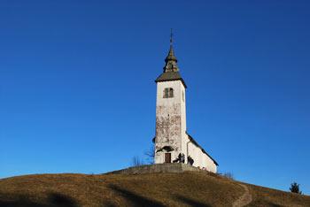 Križna gora je priljubljen družinski izlet nad Škofjo Loko.