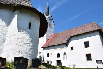 Libeliče so znane po domoljubnih libeliških kmetih, ki so po usodnem koroškem pleibiscitu dosegli priključitev vasice nazaj k Sloveniji.