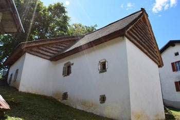 Livek je izhodišče za ogled Nježne hiše, ki se nahaja v vasi Jevšček.