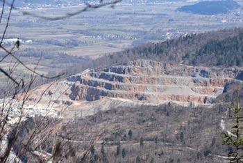 Ljubljanski vrh se ponaša z izvrstnimi razgledi preko velikega dela Slovenija, a je njihov pomemben del tudi kamnolom nad Verdom.