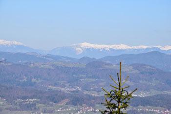 Ljubljanski vrh bi bil brez radarske postaje na vrhu izvrsten razgledni in priljubljen med planinci daleč naokoli.
