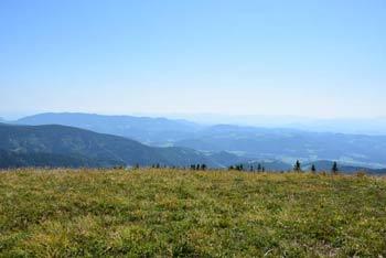 Z Male Kope, ki se nahaja na zahodnem predelu Pohorja se vračamo nazaj k Grmovškovem domu po smučišču.