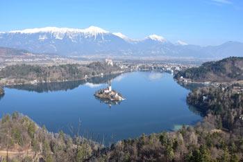 Mala Osojnica je razgledni vrh nad Blejskim jezerom.