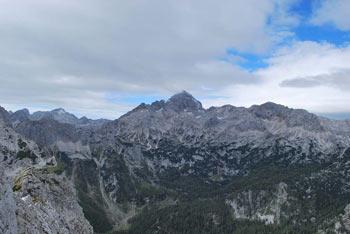 Iz Malega Draškega vrha se lepo vidi Triglav.