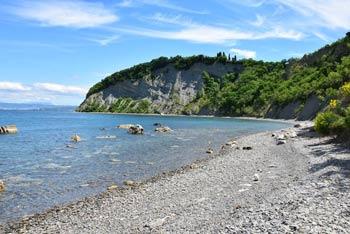 Obala v Mesečevem zalivu velja za najlepšo v celotni Istri.