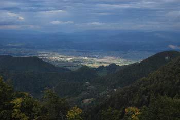 Mrzlica je eden izmed najvišjih vrhom v Posavskem hribovju, zato je izvrsten razglednik.