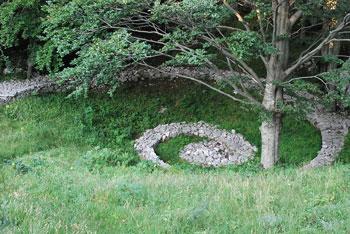 Otliško okno se nahaja visoko na robu Trnovskega gozda nad Ajdovščino.