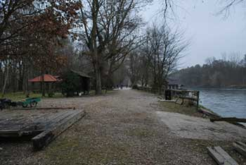 Otok ljubezni na Muri je znan po mlinu na reki.