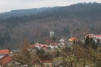 Krožna pot in izlet za otroke poteka med hribi Hrušice in Menišije skozi Planino in njeno okolico.