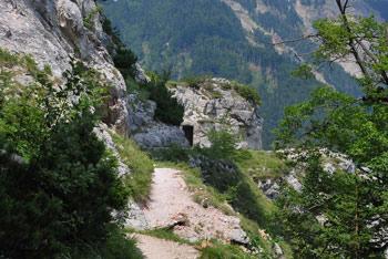 Do planine Preval vodi Bornova pot, ki se prične na prehodu Ljubelj.