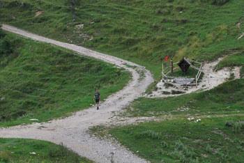 Planina Preval se nahaja ob vznožju Begunjščice in je znana po paši živine in košnji trave.