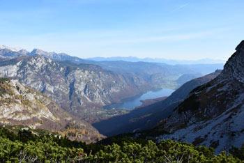 BoNa poti na Planino za Migovcem in Konjsko sedlo se odpre izvrsten razgled na Bohinjsko jezero.