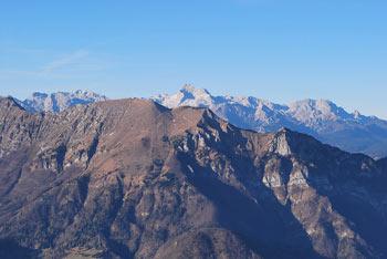 Na Porezenu se nahajajo številni bunkerji in planinska koča. Gora je bila med drugo svetovno vojno prizorišče vojaškega spopada.