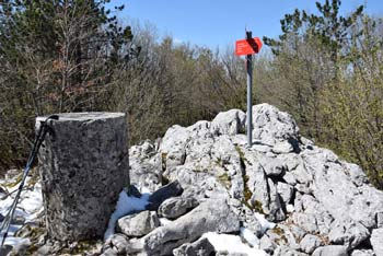 Razsušica je na krožni poti preko Medvižice in Ostriča.